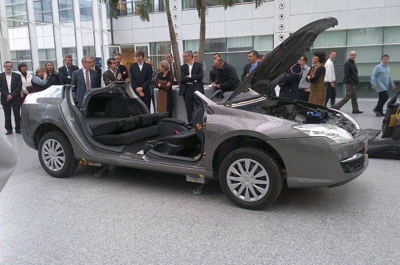 Renault ha progettato una Laguna integralmente smontabile e riutilizzabile.