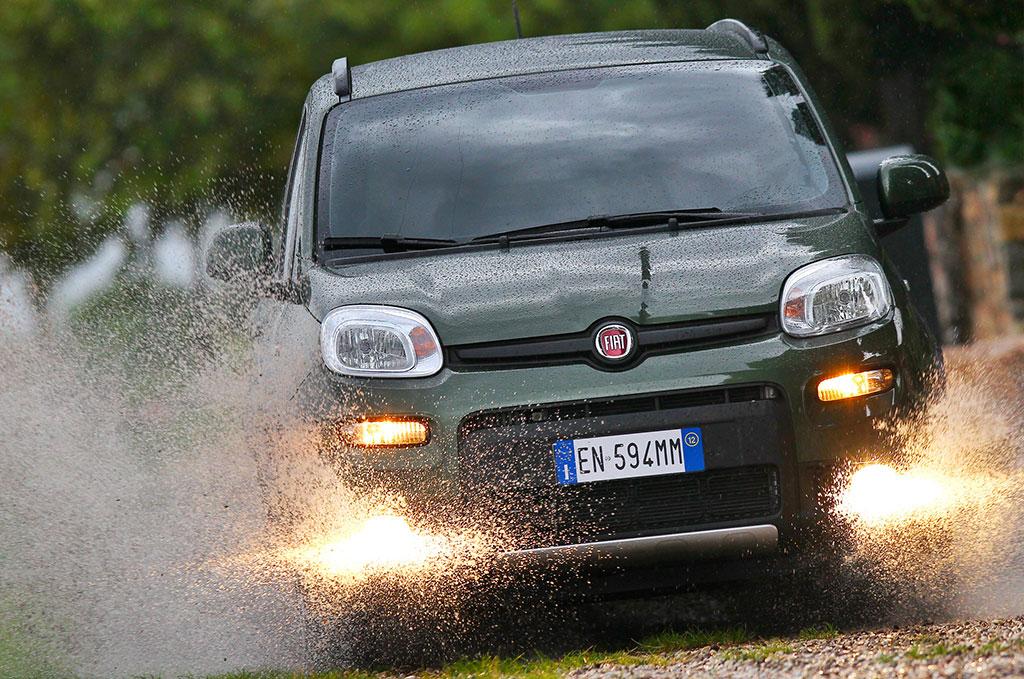 "Nuova Fiat Panda 4×4 ""SUV of the Year 2012"""