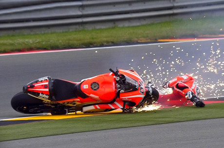 Andrea Dovizioso caduta Sachsenring