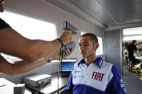 AGV EXTREME STANDAR HELMETS_Scanner del cranio di Valentino Rossi per iniziare a costruire il casco