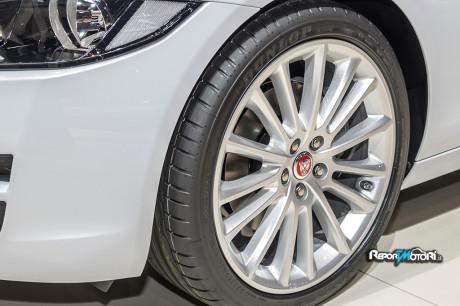 Dunlop - Jaguar XE