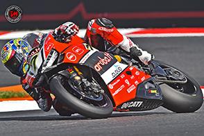 In gara1 a Misano, Chaz Davies cade, riporterà la frattura della vertebra L3