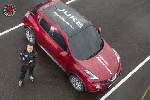 Nissan Juke stabilisce il primo record mondiale di J-turn alla cieca