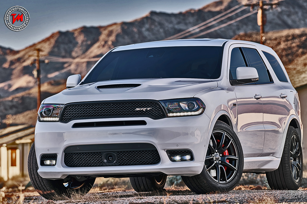 dodge durango srt il suv americano ha grinta e cavalli. Black Bedroom Furniture Sets. Home Design Ideas