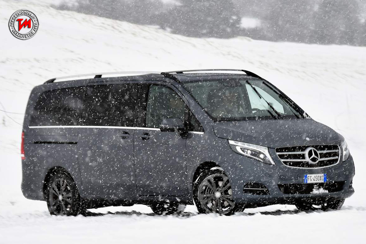 vans attraction sulla neve spettacolo con le mercedes. Black Bedroom Furniture Sets. Home Design Ideas