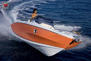 Gommone o barca? Vi spieghiamo i pro ed i contro di queste imbarcazioni