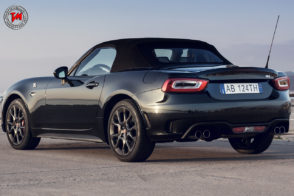 abarth 124 spider scorpione una serie speciale che punge. Black Bedroom Furniture Sets. Home Design Ideas