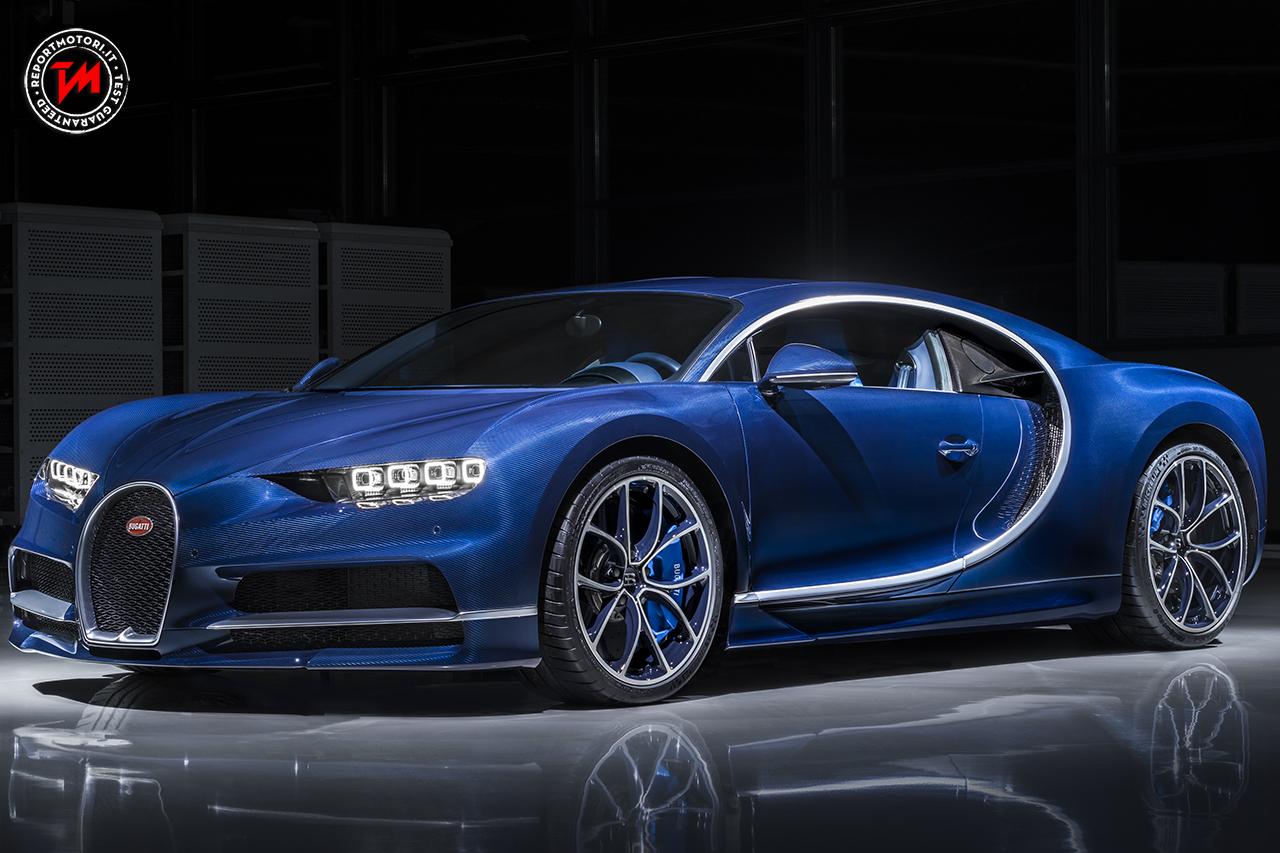 bugatti chiron bleu royal a ginevra esposto un esemplare esclusivo. Black Bedroom Furniture Sets. Home Design Ideas