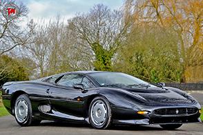 Bridgestone torna a produrre i pneumatici per la Jaguar XJ220