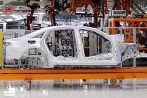 Sulla nuova Audi A8 nuovi materiali intelligenti per il telaio