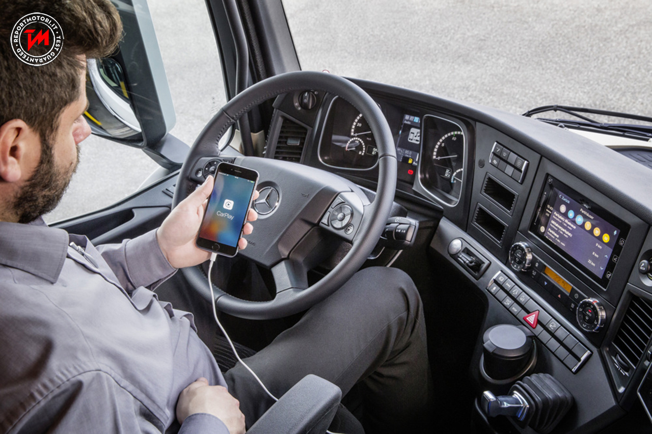 A bordo dei truck Mercedes-Benz arriva ora l' Apple CarPlay