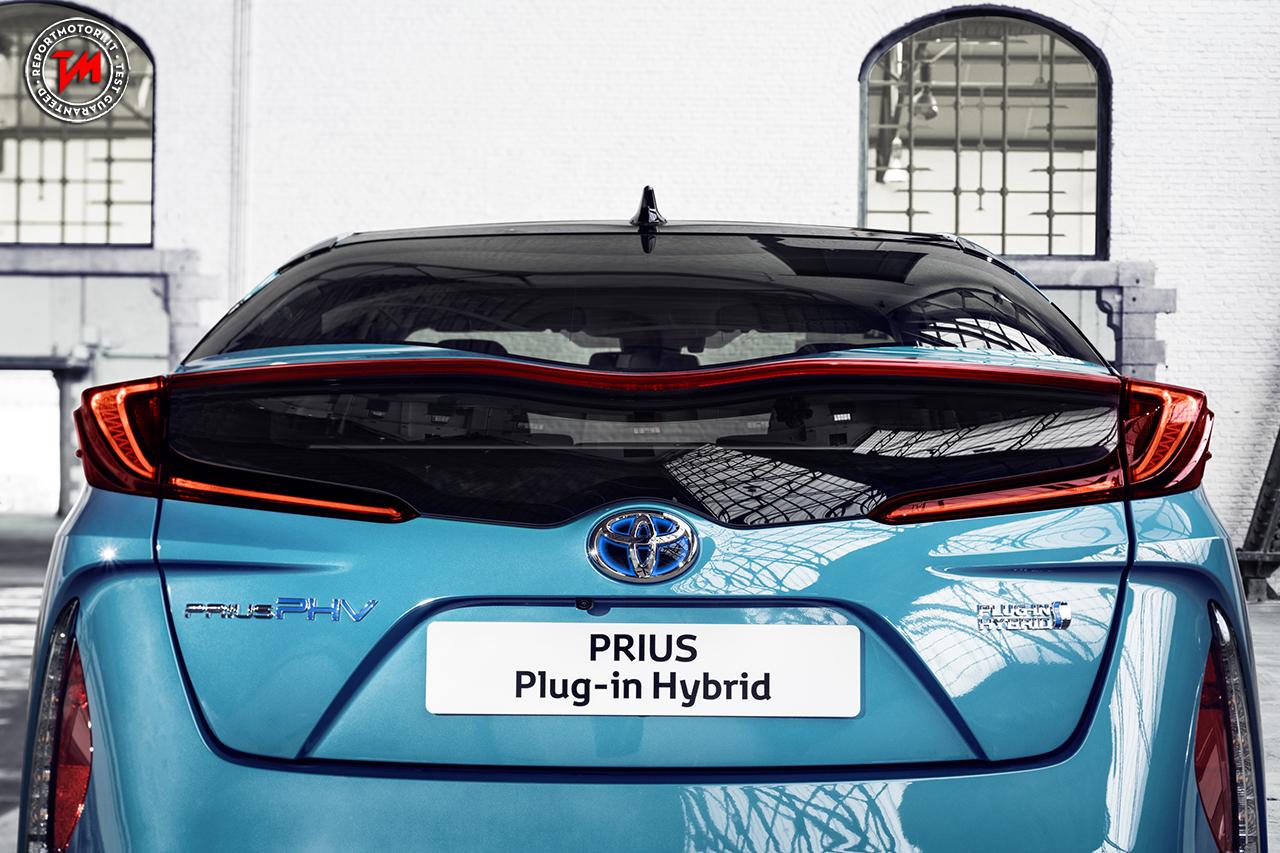 toyota prius plug in hybrid vince il world green car 2017. Black Bedroom Furniture Sets. Home Design Ideas