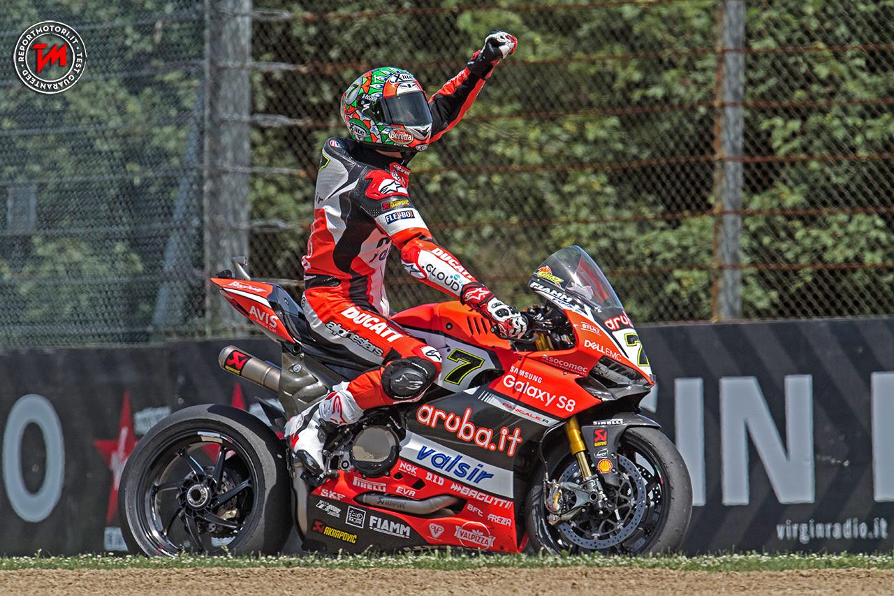 Superbike, pole da record per Sykes