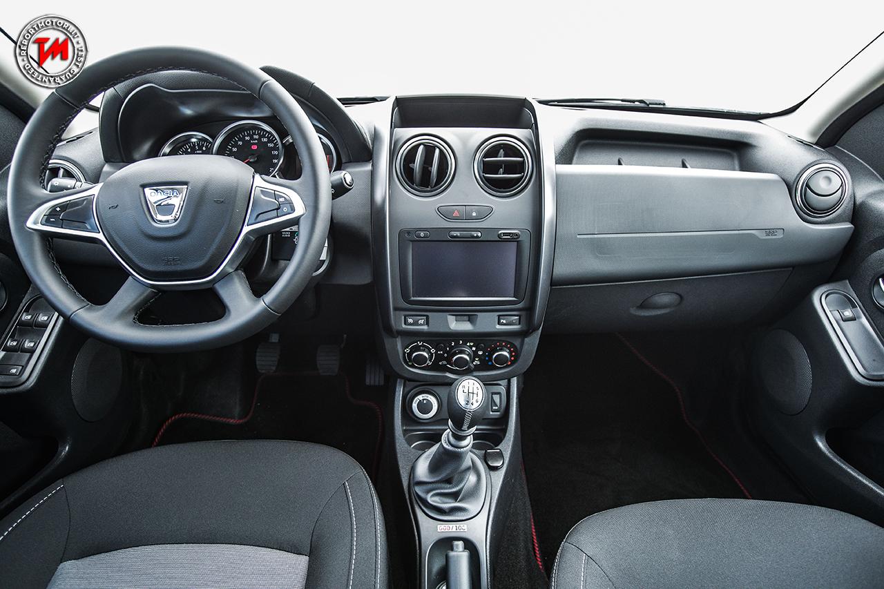Dacia duster strongman extra limited edition solo 100 for Dacia duster 2017 interni