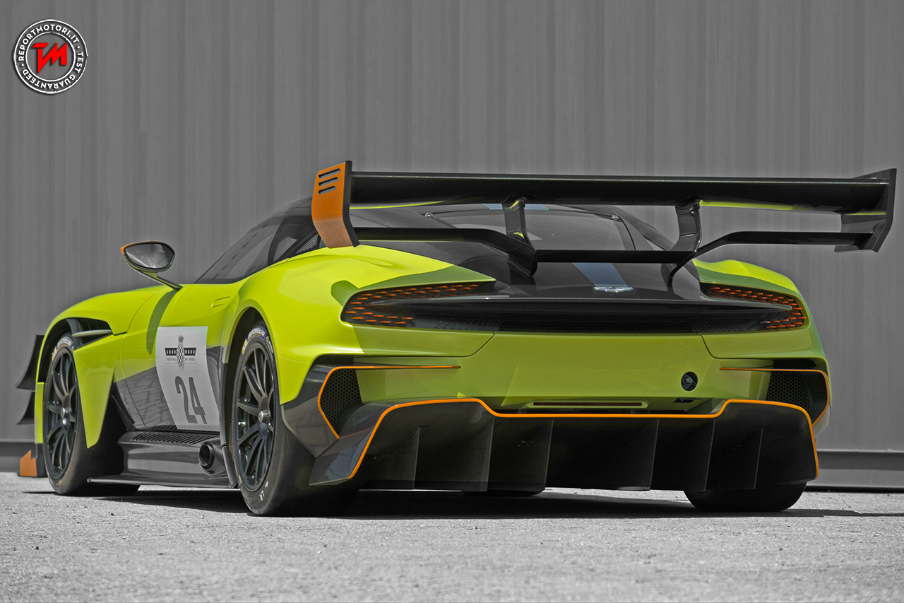 aston martin vulcan amr pro una bellissima auto da corsa. Black Bedroom Furniture Sets. Home Design Ideas