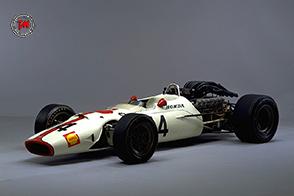 La mitica Honda RA300 ritorna in pista sull'autodromo di Monza