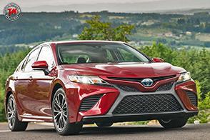 Toyota Camry 2018: l'auto più venduta in America, si rinnova