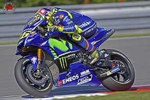 A Brno, Valentino Rossi testa carene e forcelle per la sua YZR-M1