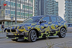 BMW X2 Camouflage Digital: a Milano il SUV si scopre!