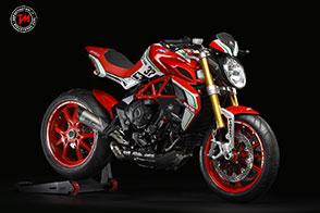 Sfrontata con lo spirito racing: è la nuova MV Agusta Dragster 800 RC