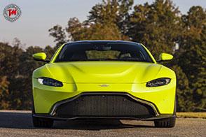 Cambia radicalmente look la nuova Aston Martin Vantage