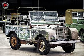 Parte il restauro del primo Defender con marchio Land Rover