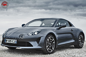 Debutto commerciale per le Alpine A110 Legende e Pure