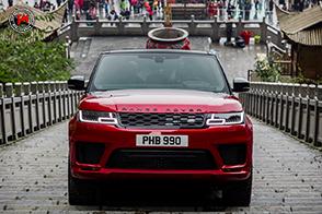 Range Rover Sport PHEV è il primo SUV a scalare la Porta del Cielo