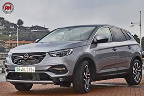 Opel Grandland X Ultimate: look da off-road, contenuti da ammiraglia