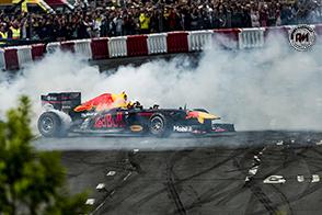 Daniel Ricciardo fa scintille e vince il GP di Cina davanti a Bottas e Raikkonen