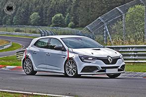 La Renault Megane RS Trophy 300 tenta il record al Nurburgring