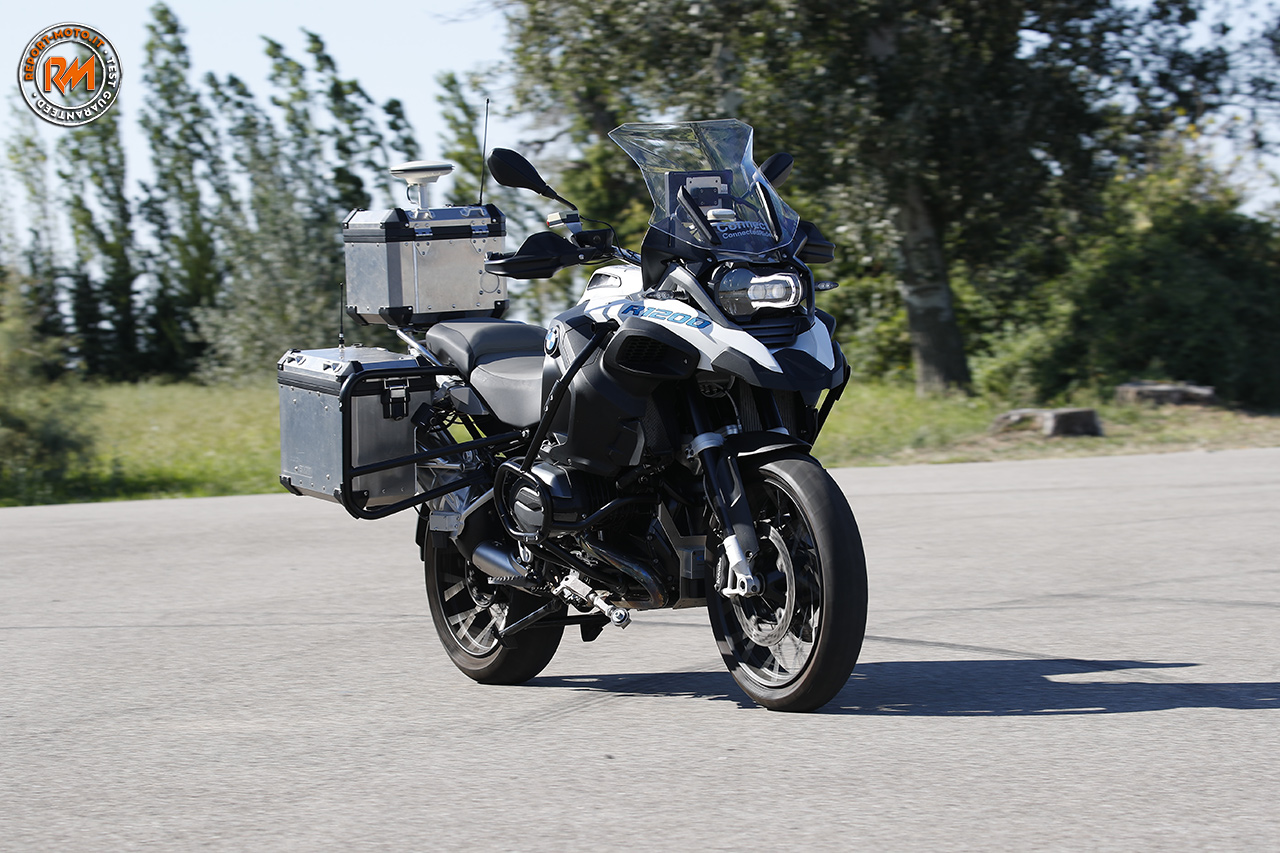 bmw motorrad presenta la r1200 gs a guida autonoma. Black Bedroom Furniture Sets. Home Design Ideas