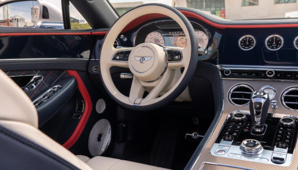 Un look esclusivo, la griglia double Diamond caratterizza il frontale Bentley Continental GT Convertible 12
