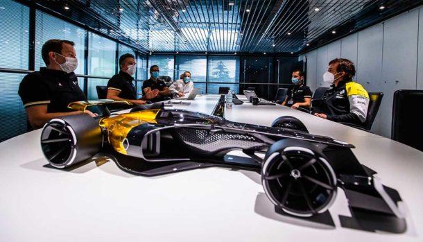 Fernando Alonso visita il Renault DP World F1 Team