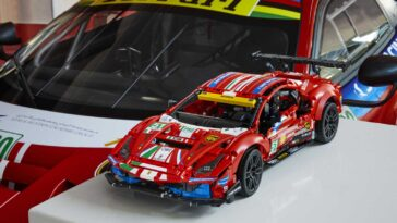 Lego Technic Ferrari 488 GTE AF CORSE #51