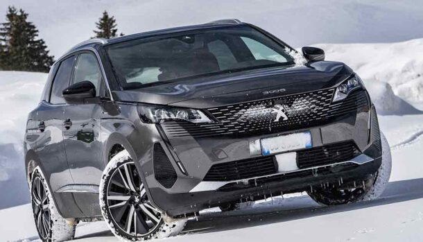 Nuovo Peugeot 3008 Hybrid4 GT Pack