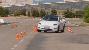 Tesla Model Y - Test Alce